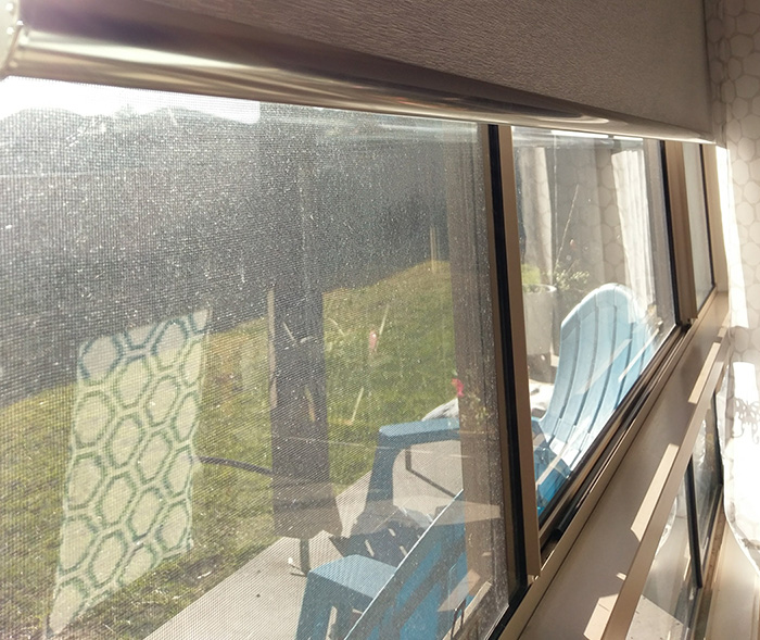 Roller Blind Touching Window Bar