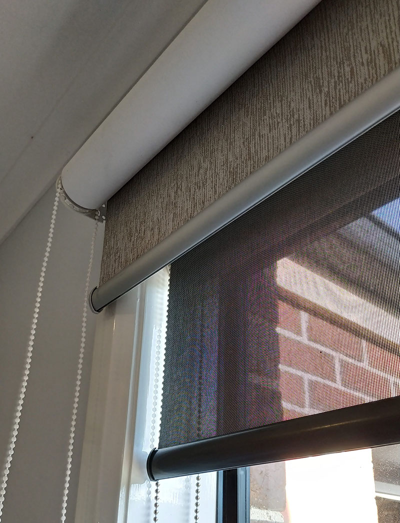 Double roller blinds Screen mounted inside reveal